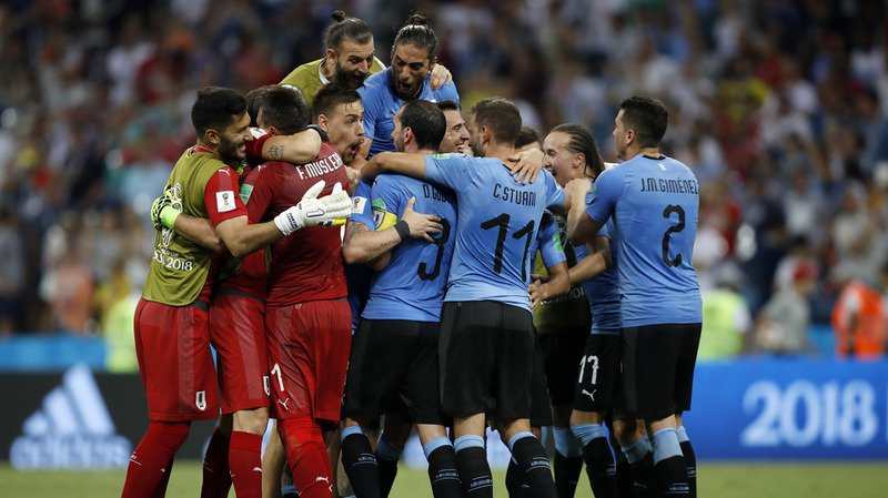 L'Uruguay sort le champion d'Europe et se qualifie pour les quarts de finale.