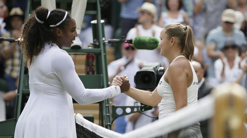 Serena Williams (no 25) poursuit sa marche en avant à Wimbledon.